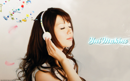Yui Makino with headphones